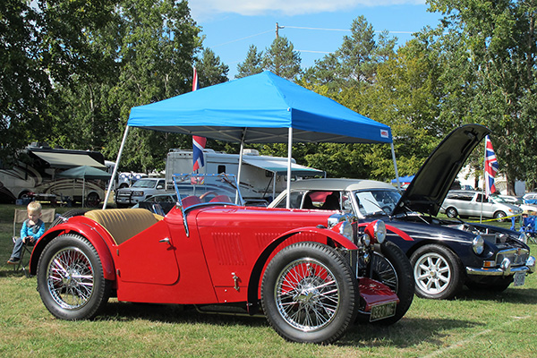 Brian Laine's 1933 MG J2 Midget with Ford