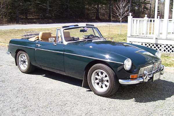 David Hawkins' 1967 MGB with Buick 215 V8