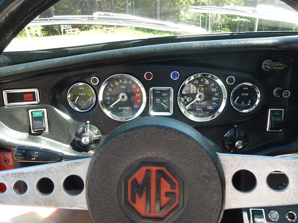 MGB GT V8 chassis number 100, circa 2014 (dashboard)