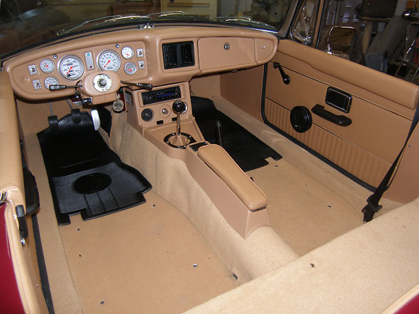 mike alexander 39 s 1971 mgb rebuilt on 1980 bodyshell with buick 215 v8. Black Bedroom Furniture Sets. Home Design Ideas